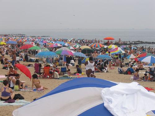 Mange_folk_på_stranden