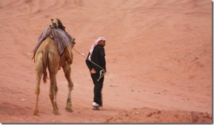 Kameldriver i Wadi-Rum ørken